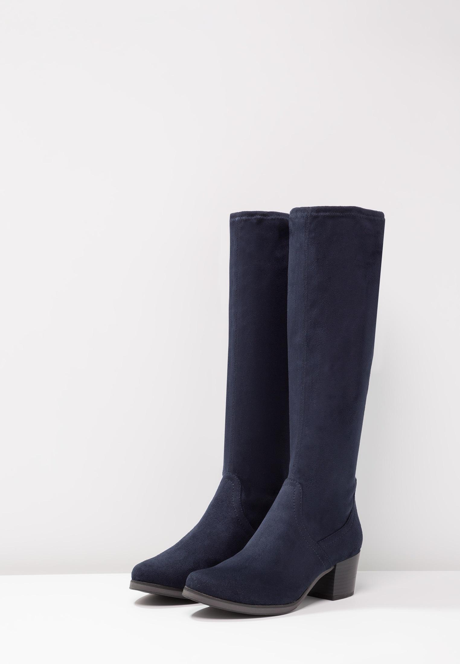Botas de ante azul marino de Zalando. (59,95 euros).