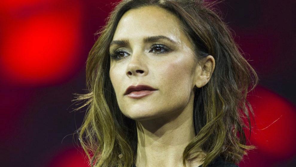 Victoria Beckham tiene el pelo fino pero no ha dudado en lucir...