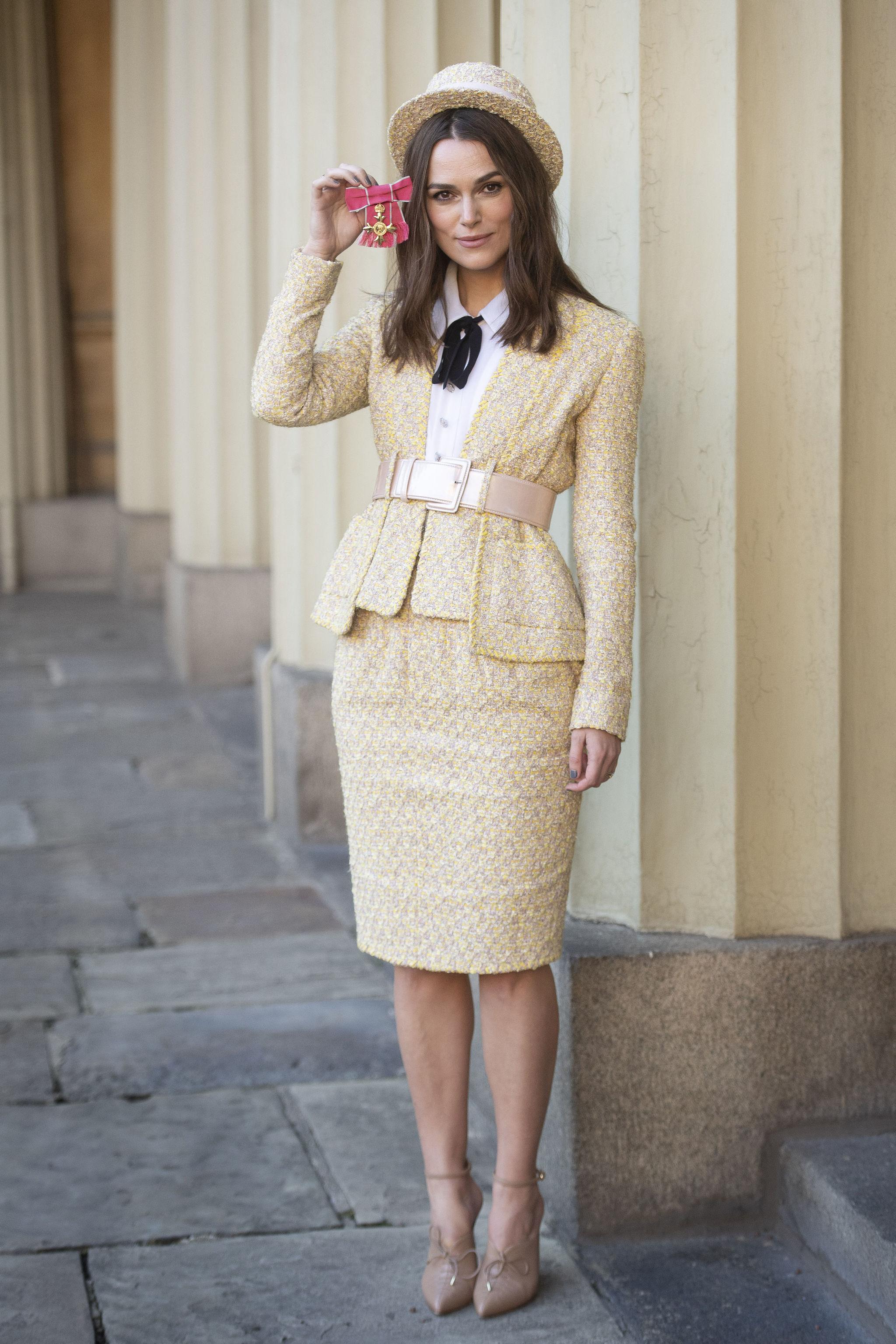 Keira Knightley después de recibir la condecoración de la Orden del...