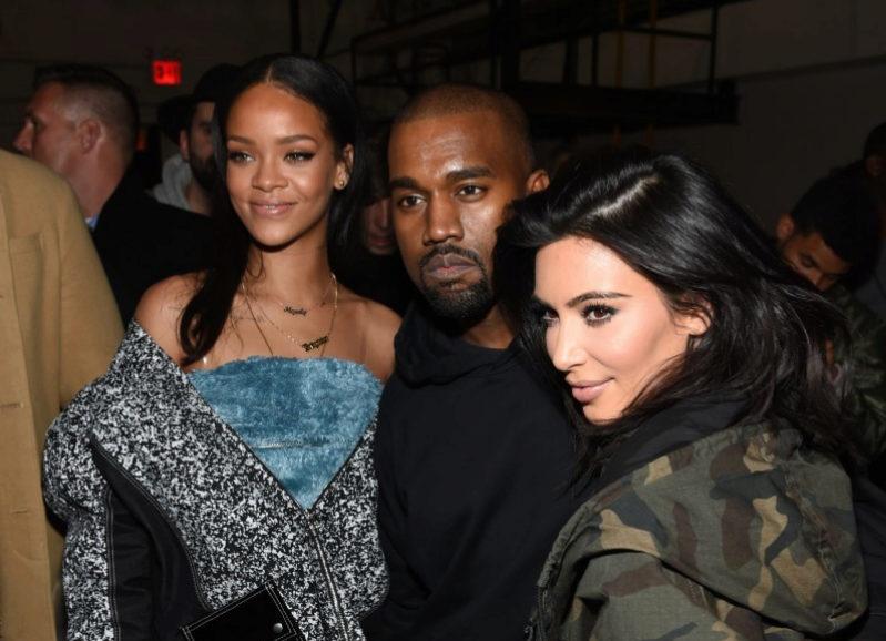 Kanye West rodeado por su mujer, Kim Kardashian, y la cantante Rihanna...