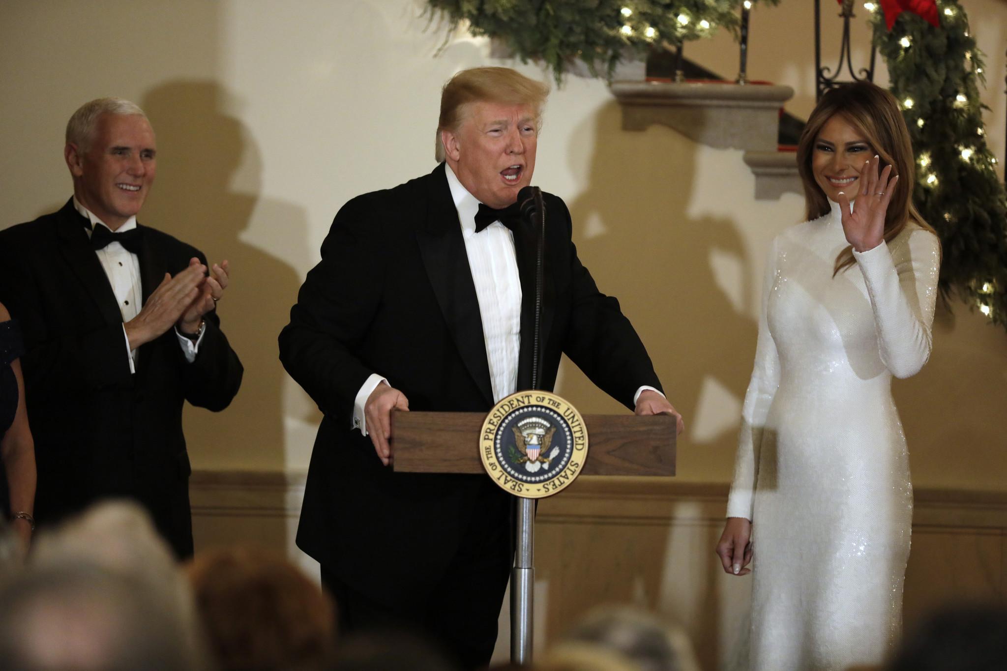 Donald Trump dando su discurso mientras todas las miradas se posaban...