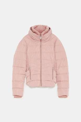 Plumiferio color rosa, de Zara.