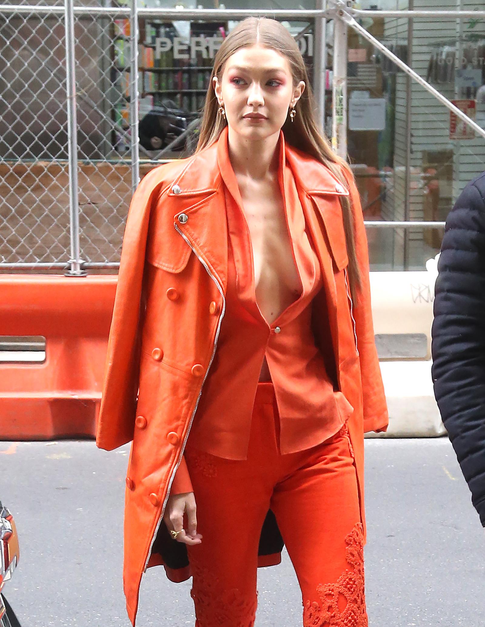 Gigi Hadid con el color del año en Nueva York.