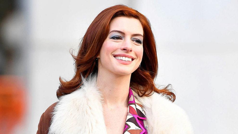 Anne Hathaway con el nuevo color de pelo de moda.