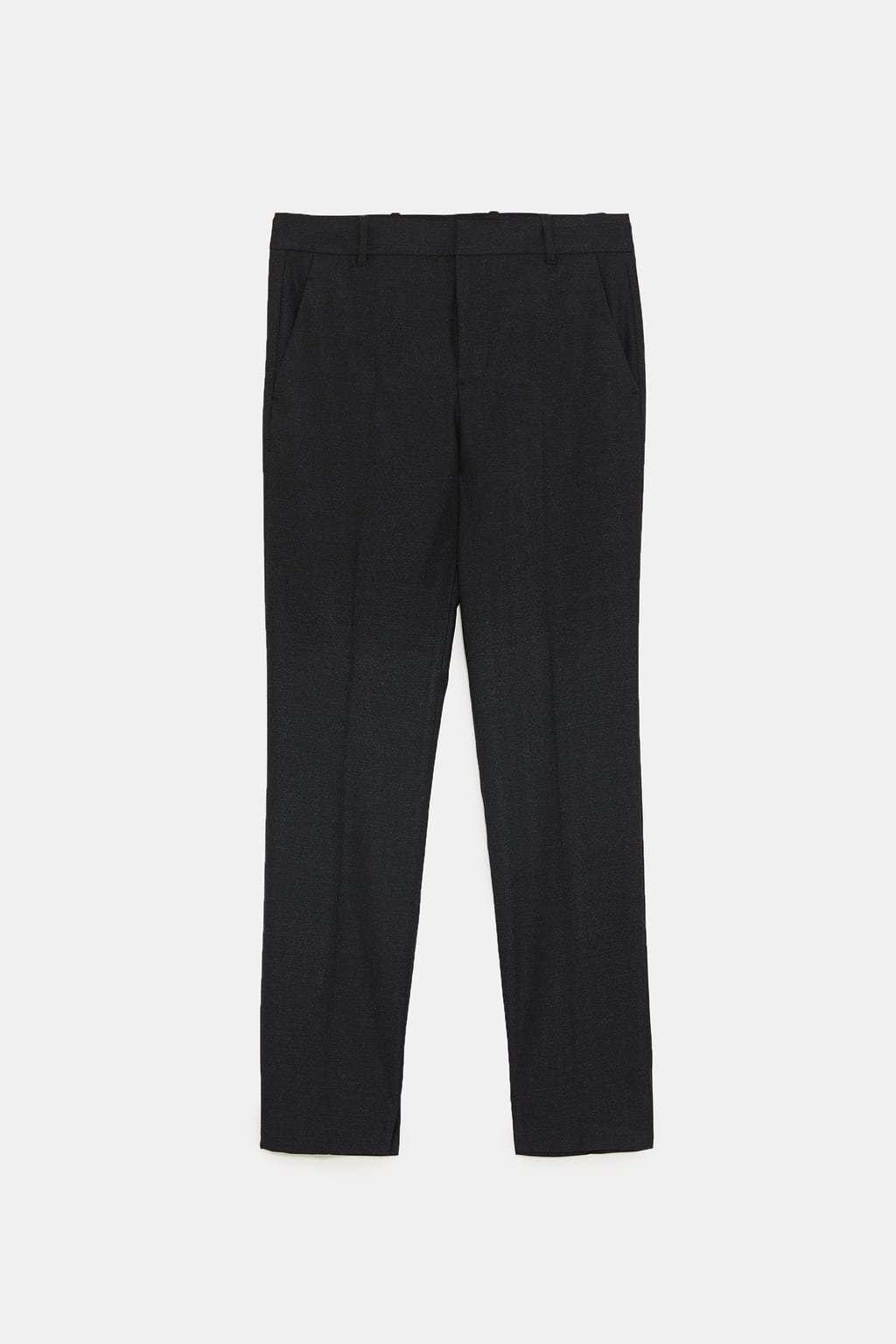 Pantalón de vestir en gris marengo, de Zara (29,95 euros).