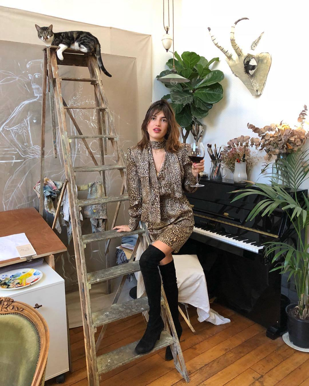 Jeanne Damas con look en leopardo.