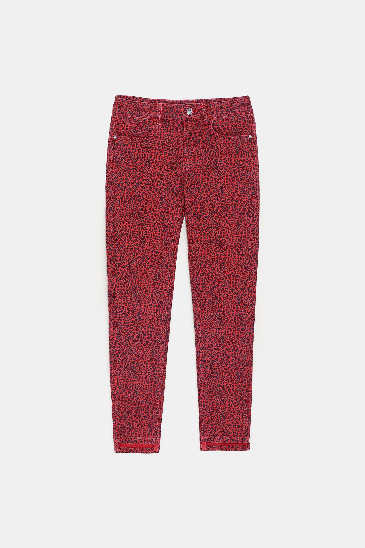 En estampado rojo. Zara (25,95 euros).