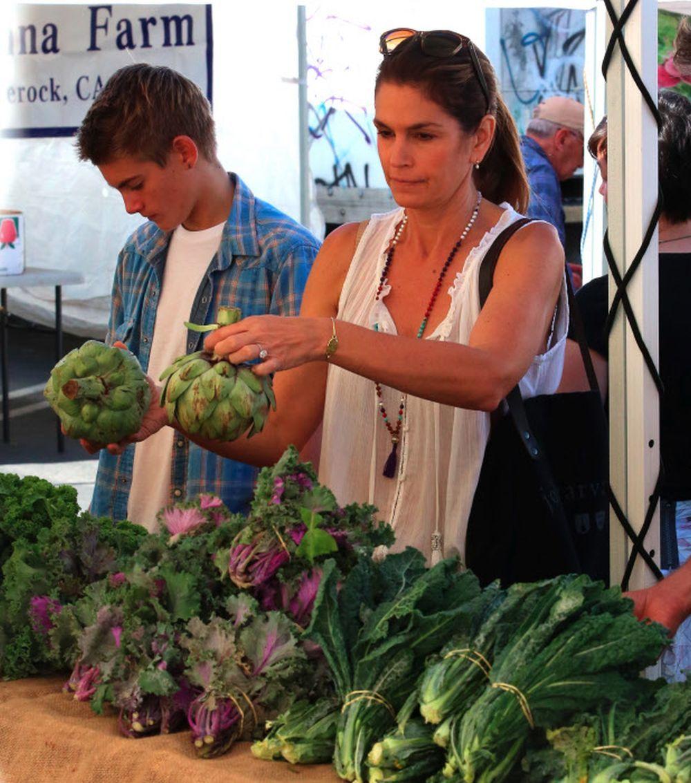 Cindy Crawford sabe que las alcachofas son uno de los alimentos que no...