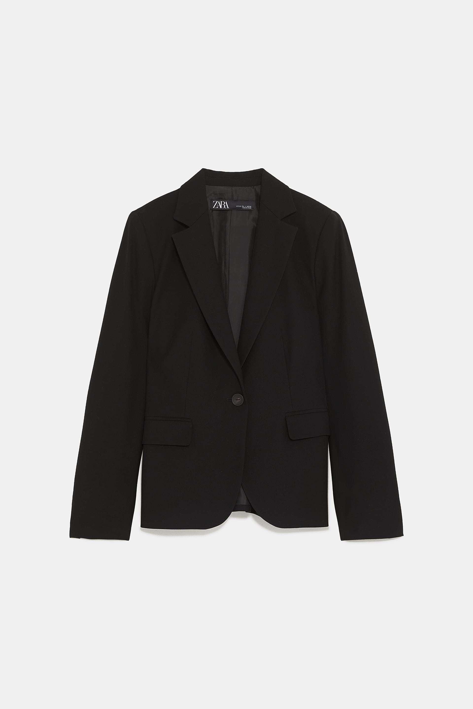 Blazer negro de Zara (29,95 euros).