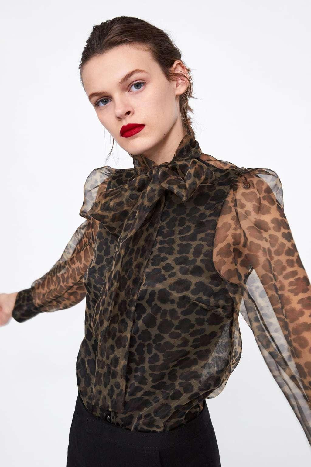 Blusa de estampado de leopardo (39,95 euros).
