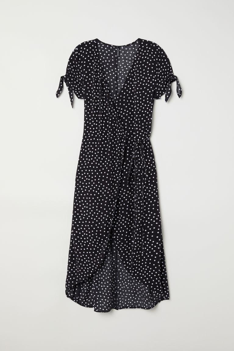 Vestido de lunares negro, de H&M (24,99 euros).