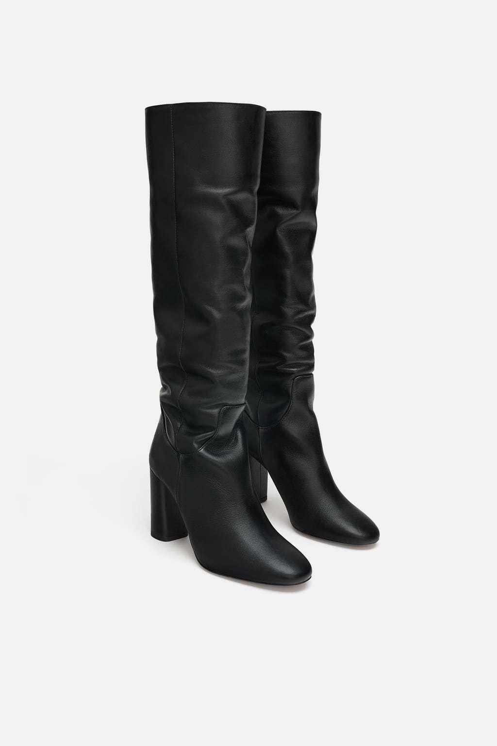 Botas altas de tacón negras, de Zara (99,95 euros).