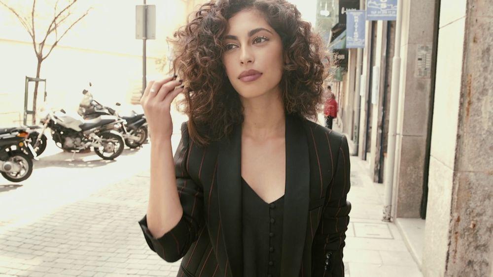 Mina El Hammani, actriz y protagonista de Élite de Netflix, luce un...