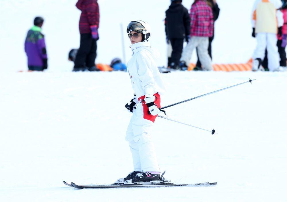 Victoria Beckham esquiando.
