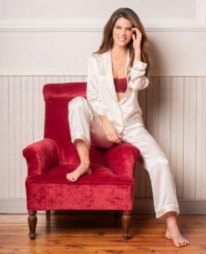 Juana Acosta elige pijamas y sujetadores atrevidos para sus eventos...