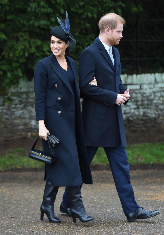 Meghan Markle, con un look de Victoria Beckham, y el príncipe Harry.
