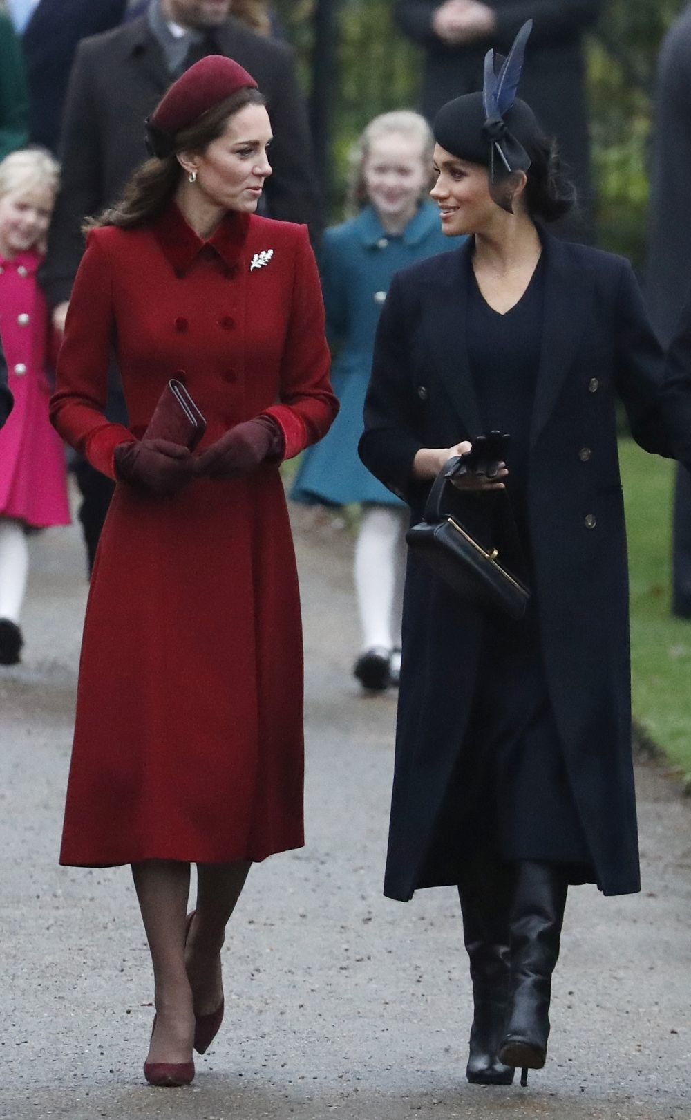 La Duquesa de Cambridge y la de Sussex en Sandringham, donde han...