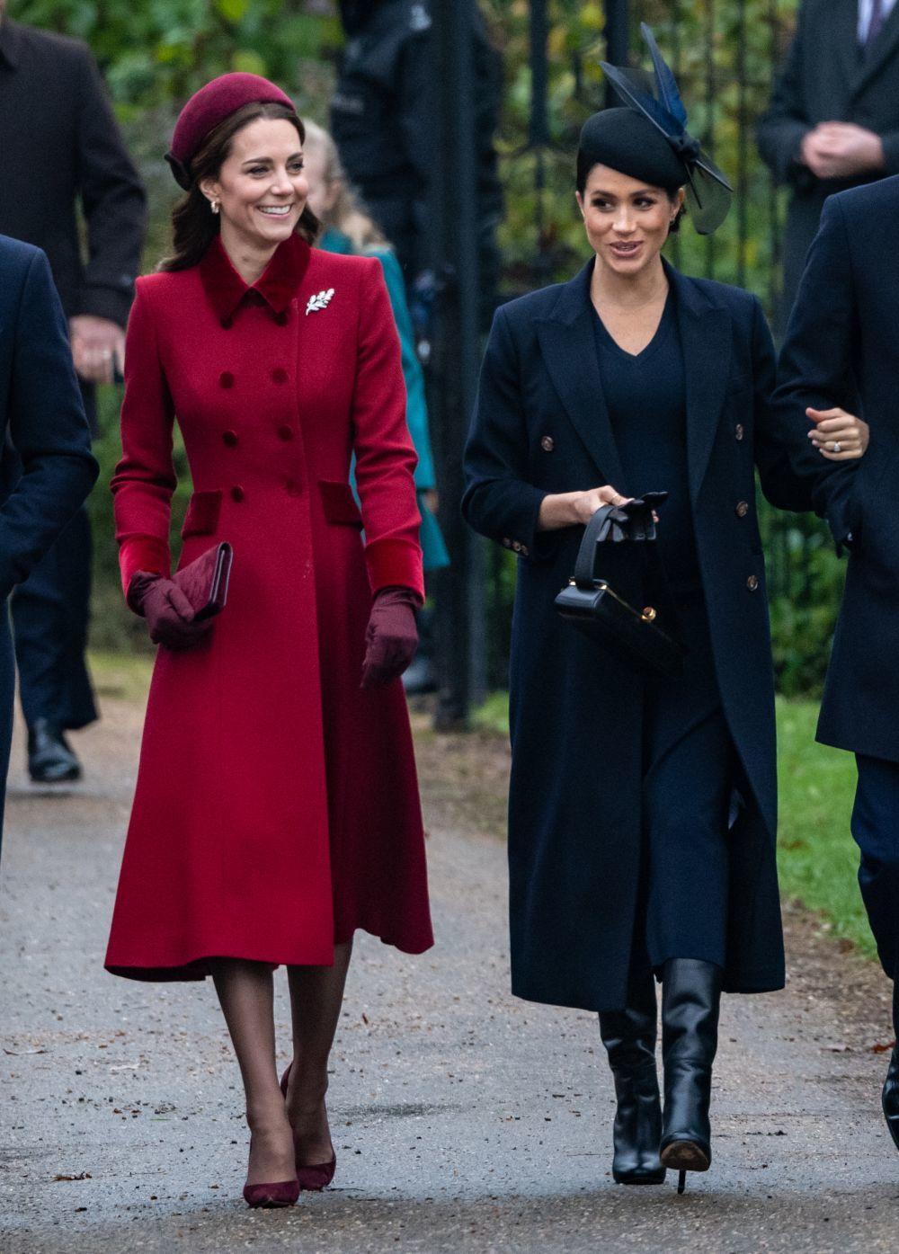 Kate Middleton y Meghan Markle durante la misa Navideña organizada...