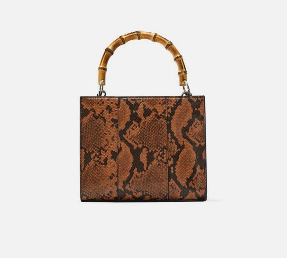 Bolso de mano. De Zara (29,95 euros).