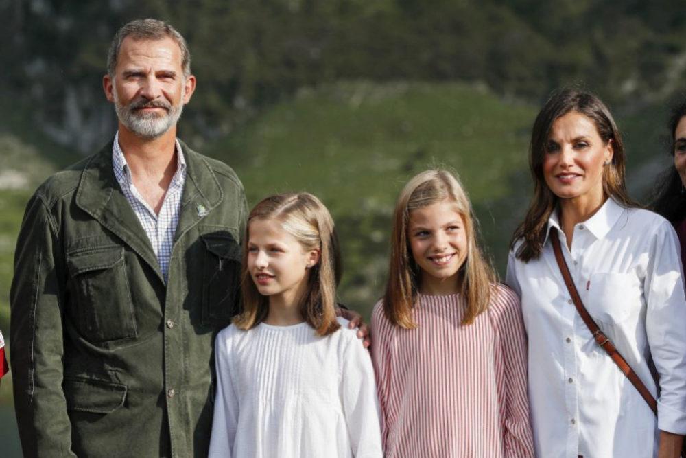 Los reyes, la infanta Sofía y la princesa Leonor durante su visita a...