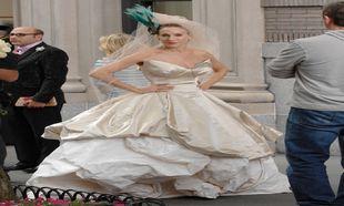 Carrie Bradshaw con vestido de novia de Vivienne Westwood en la...