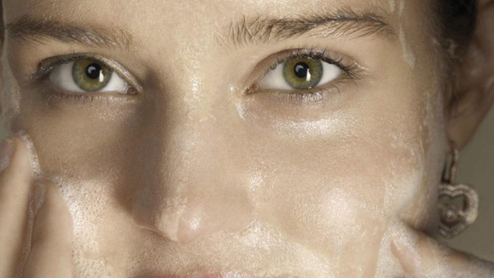 La limpieza de la piel es el primer paso del ritual de belleza y el...