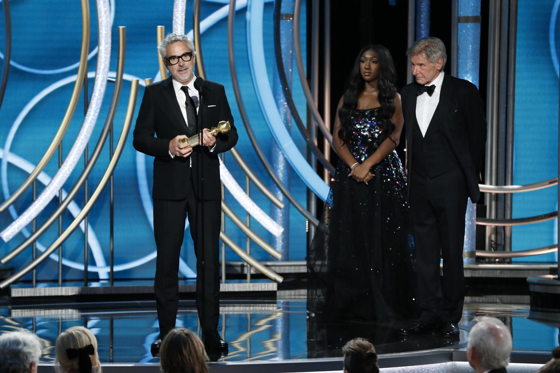 El director mexicano Alfonso Cuarón recibe el premio a Mejor...