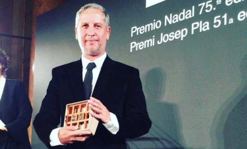Guillermo Martínez recoge el Premio Nadal 2019.