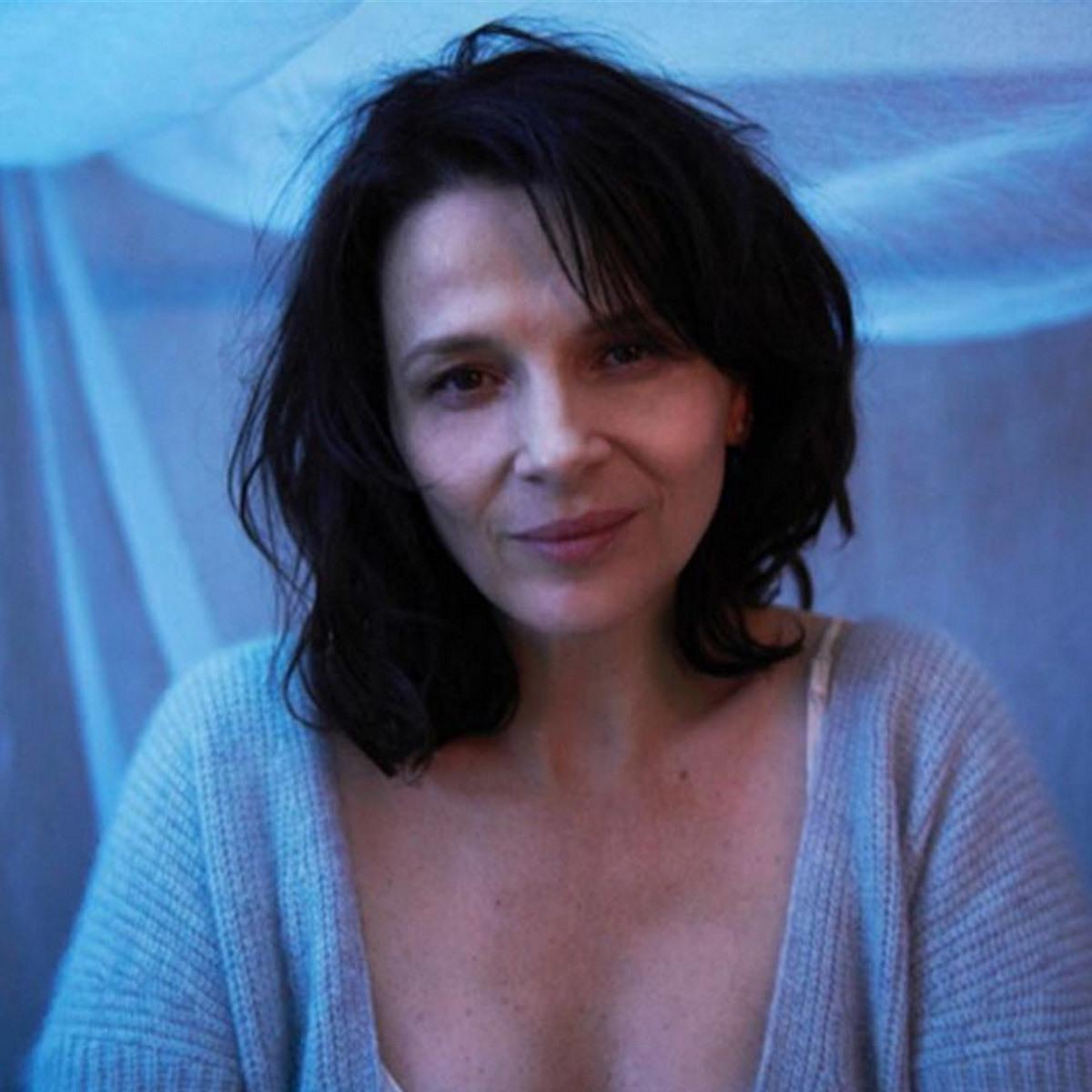 La actriz Juliette Binoche es fan de posar al natural y a cara lavada...