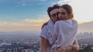 Brooklyn Beckham y Hana Cross en una foto compartida por la modelo en...