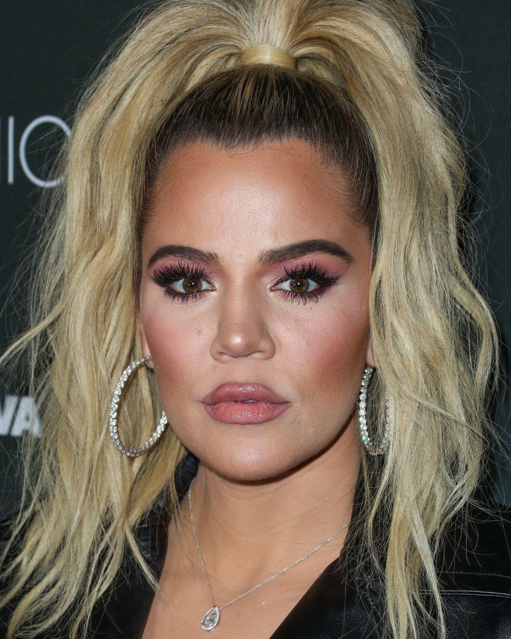Khloe Kardashian peca de un maquillaje excesivo pero sobre todo de...