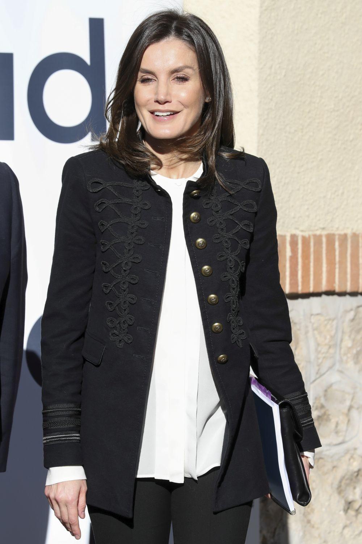 La reina Letizia con una chaqueta estilo militar de Zara