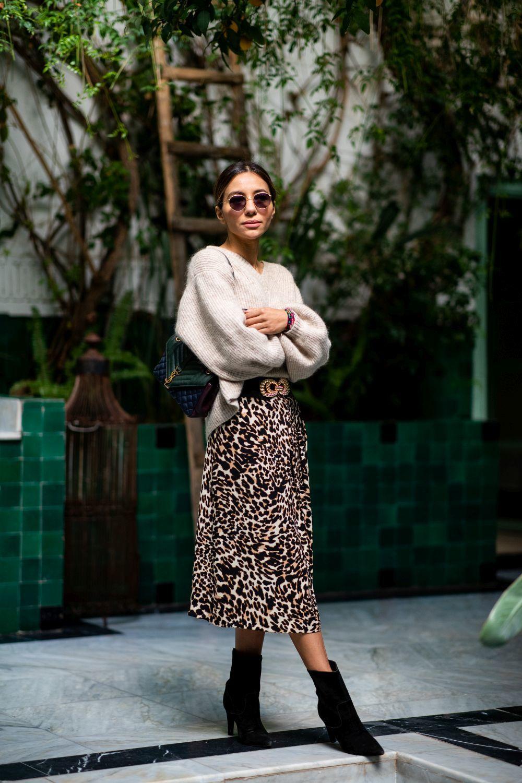 La falda de leopardo sigue siendo uno de los must de temporada.