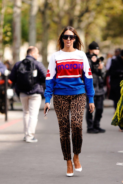 El pantalón de leopardo cobra protagonismo.