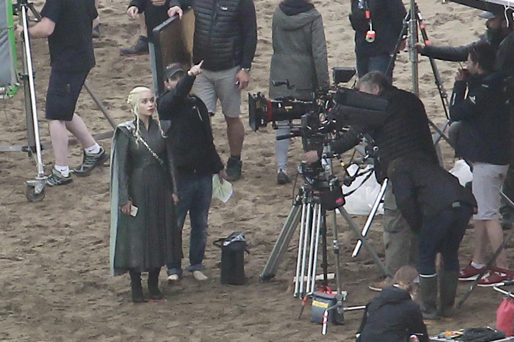 Emilia Clarke, caracterizada como Daenerys Targaryen, en un momento...