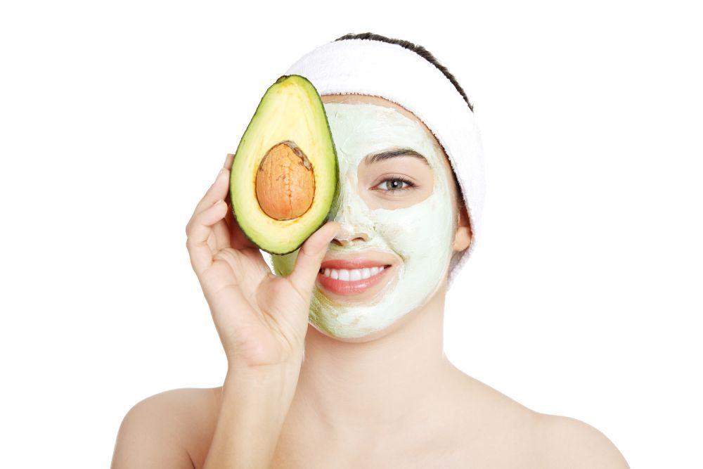 El aguacate es un buen ingrediente para incluir en tus mascarillas...