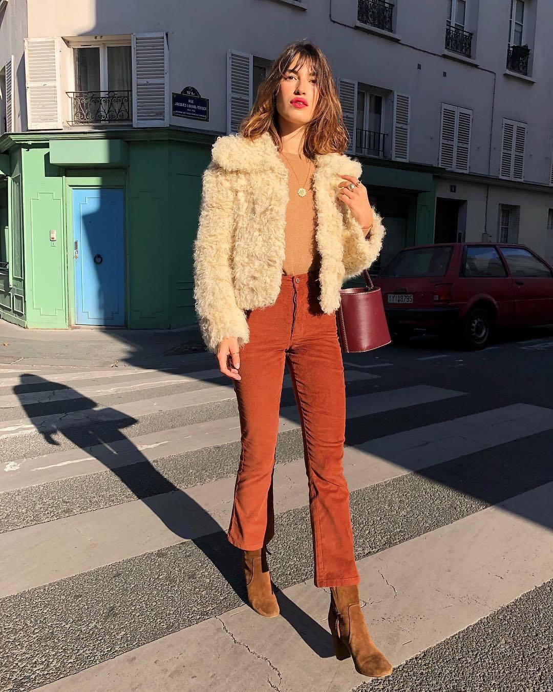 Jeanne Damas por las calles de París.