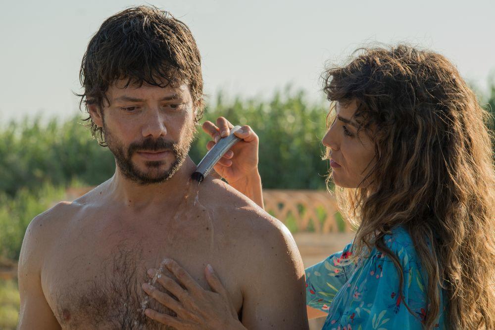 Óscar conoce a Verónica e inicia una relación amorosa con ella pese...