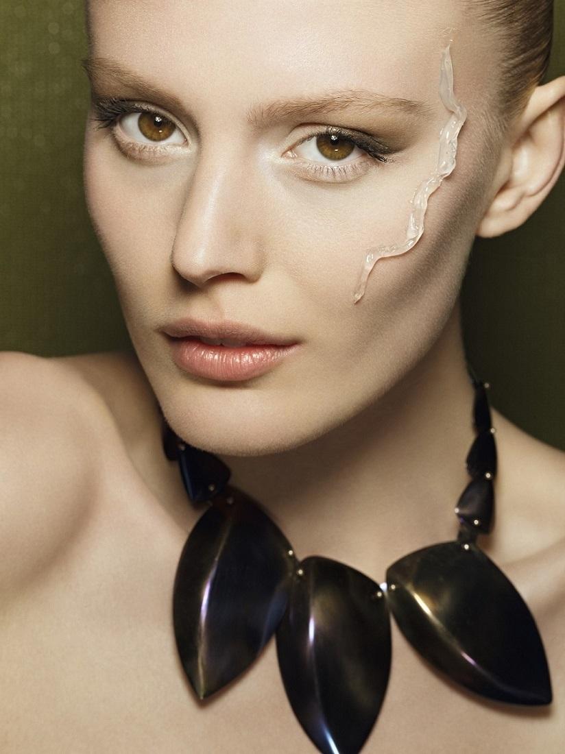 Hay prebases universales y prebases específicas para matificar la piel, hidratar, iluminar, corregir el tono, etc.