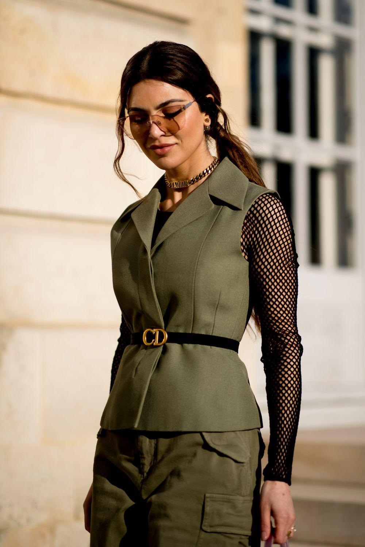 Negin Mirsalehi llegando al desfile de Dior