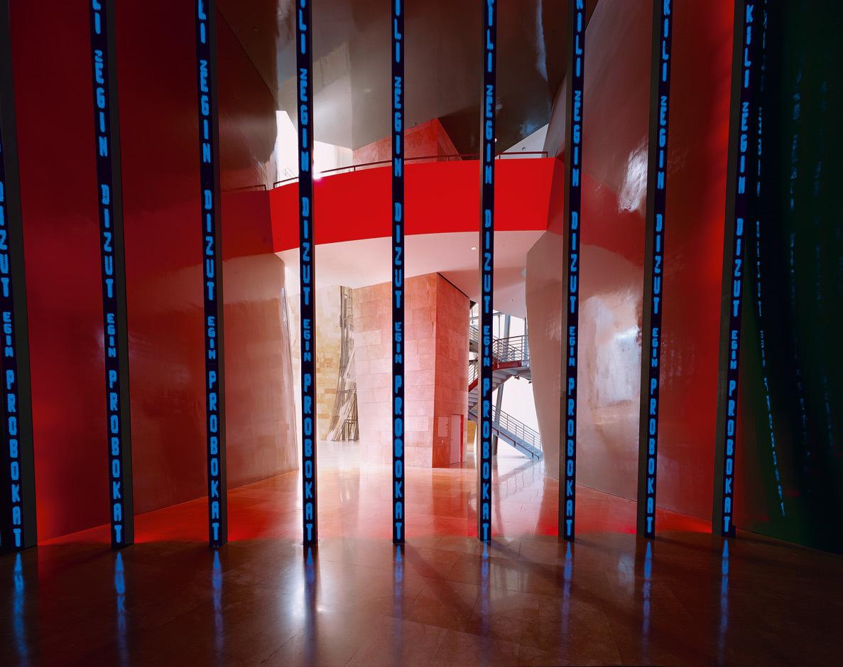 Instalacion para Bilbao de Jenny Holzer.