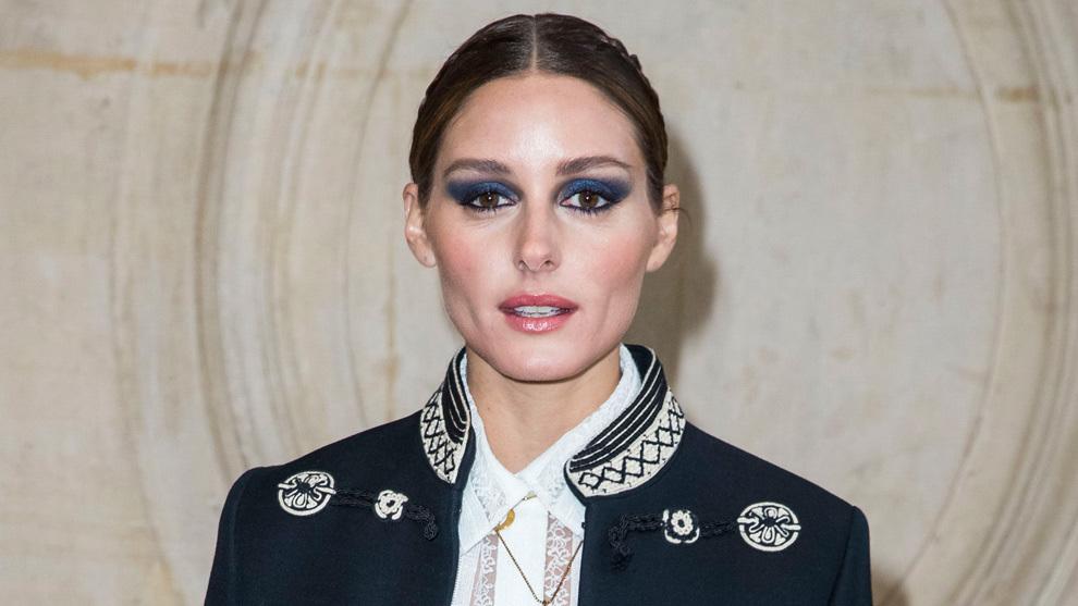 Olivia Palermo, con el maquillaje de ojos ahumados en azul perfecto...