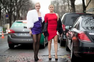 Chiara y Valentina Ferragni lucen veraniegos vestidos a la entrada del...