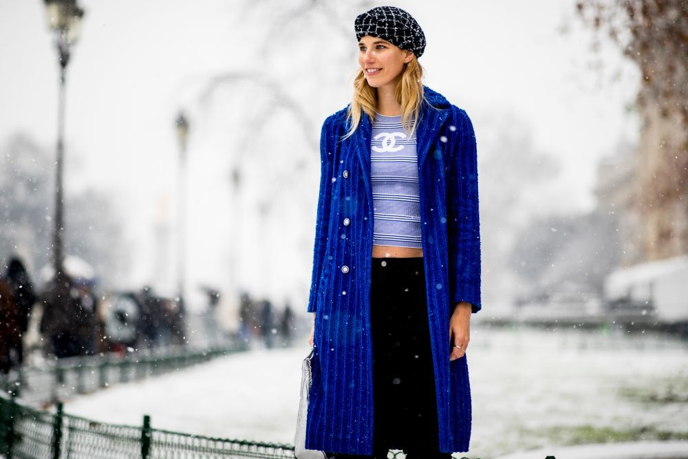 Veronika Heilbrunner con un crop top de Chanel.