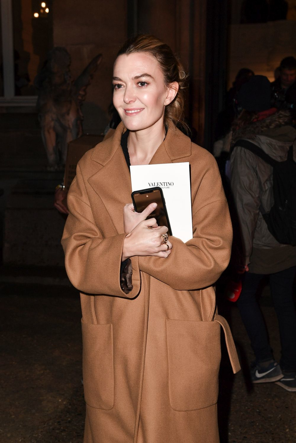 Marta Ortega con un abrigo camel de Zara.