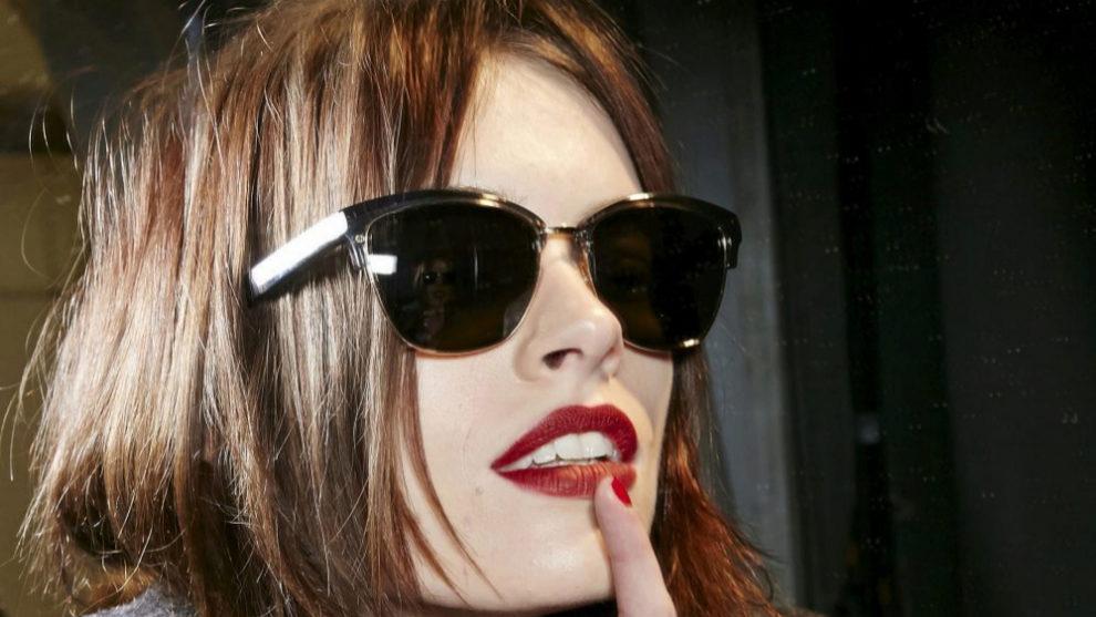 Las uñas débiles o quebradizas pueden aparecer por el uso de...