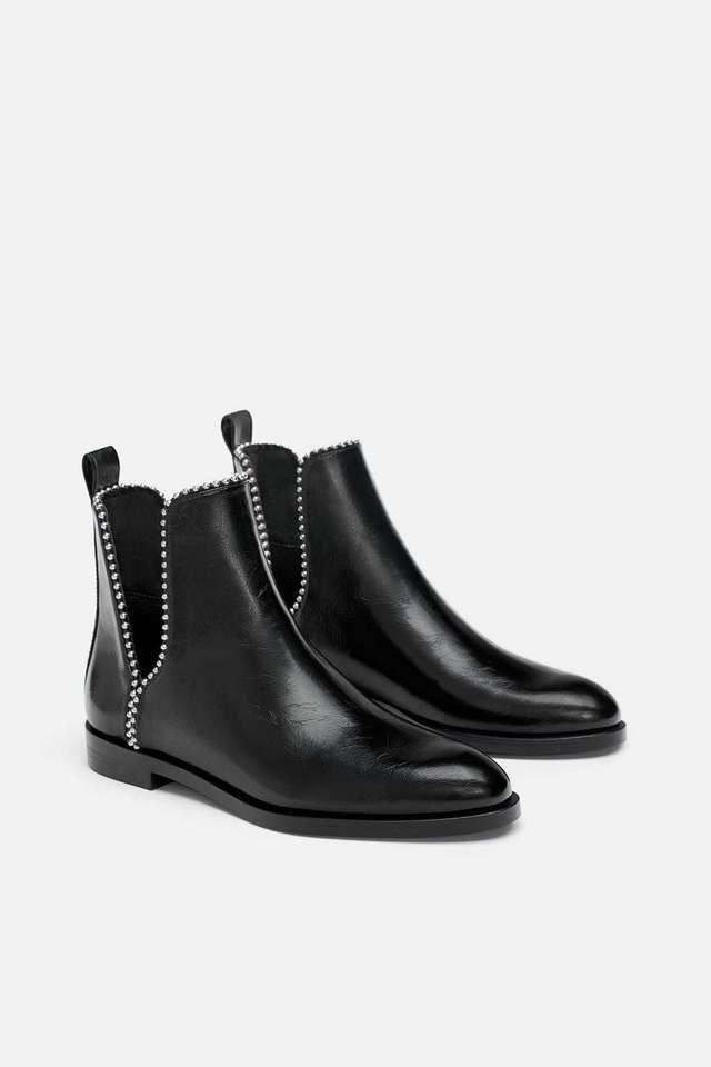 zapatos deportivos a676a 6d090 Botines con tachuelas, de Zara | Rebajas de Zara 2019: última...