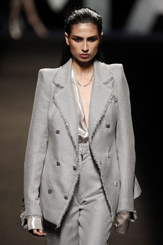 Ana Arto desfilando para Malne en Madrid Fashion Week