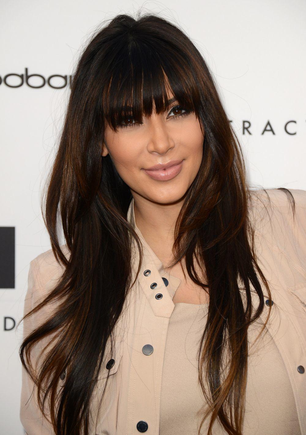 En 2013, Kim kardashian eligió un flequillo largo y recto que...