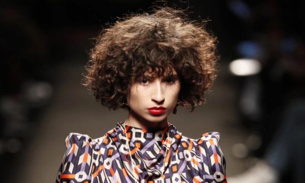 Ana Arto desfilando para Jorge Vázquez en Madrid Fashion Week